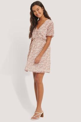 NA-KD Short Sleeve V-Neck Mini Dress