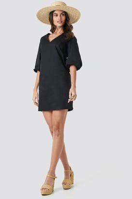 NA-KD V-Neck Short Puff Sleeves Dress