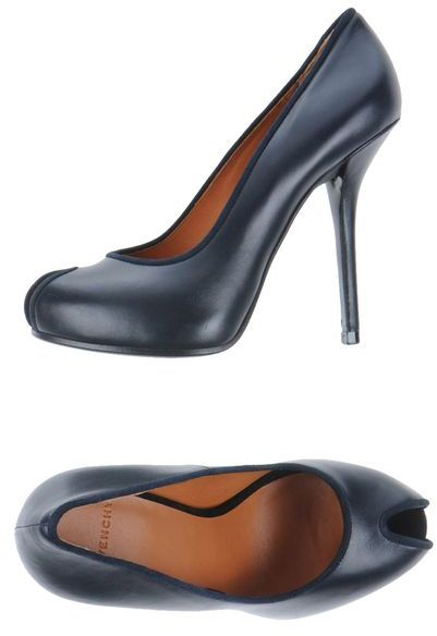 Givenchy Pumps with open toe