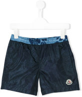Moncler embroidered logo swim shorts - kids - Polyamide-8 - 4 yrs