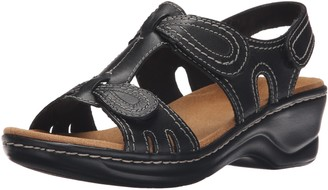 Clarks Women's Lexi Walnut Q