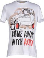 Acht T-shirts