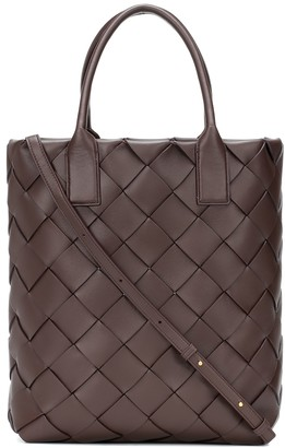 Bottega Veneta Maxi Cabat 30 leather tote