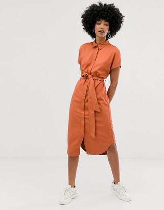 Monki tie waist midi shirt dress in rust-Brown