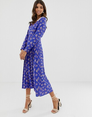 Asos Design DESIGN pleated maxi dress in ditsy floral print with lace collar-Multi