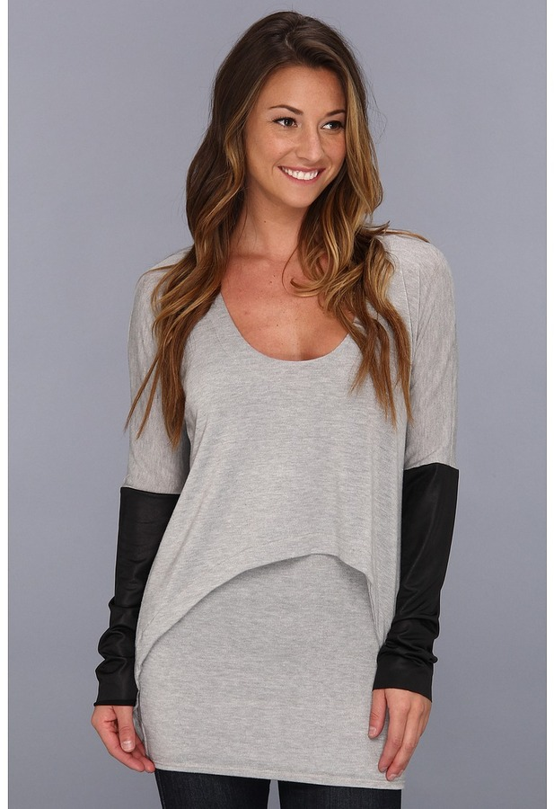 T-Bags Tbags Los Angeles - Scoop Neck Layered Mini w/ Faux Leather Contour Sleeve (Grey Sweater) - Apparel