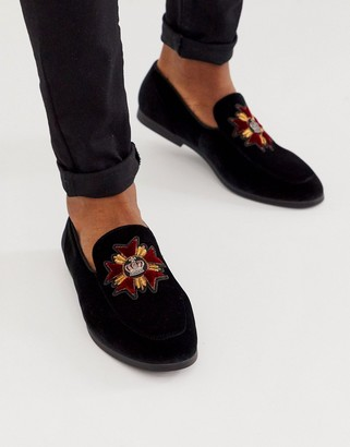 Asos Design DESIGN loafers in black velvet with badge detail