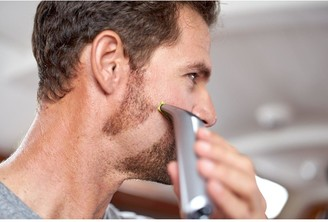 Philips OneBlade Pro Hybrid Trimmer and Shaver with 14-Length Comb QP6520/25