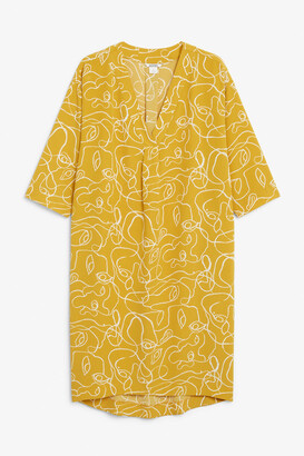 Monki Oversized V-neck dress