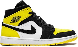 Jordan Air 1 Mid SE yellow toe