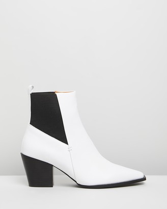 Skin Kasian Leather Ankle Boots