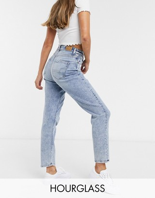 American Eagle curvy mom jeans in light wash blue