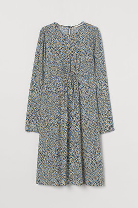 H&M MAMA Puff-sleeved Dress