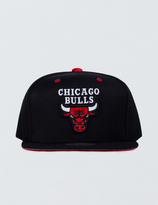 Mitchell & Ness Chicago Bulls Solid Velour Logo Snapback
