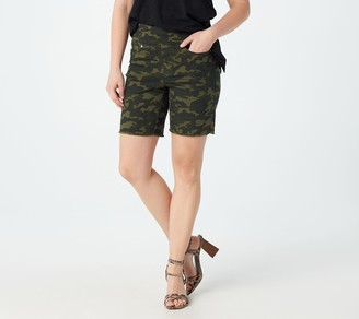 """Belle By Kim Gravel TripleLuxe Twill Pull-On 8"""" Shorts"""