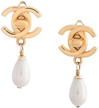 Chanel Pre Owned 1996 CC turn-lock earrings