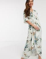 Hope & Ivy kimono maxi dress in swallow floral print