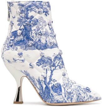 Moschino quilted Anime Antoinette printed booties