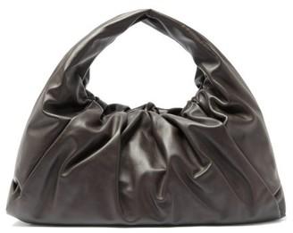 Bottega Veneta The Shoulder Pouch Medium Leather Bag - Brown