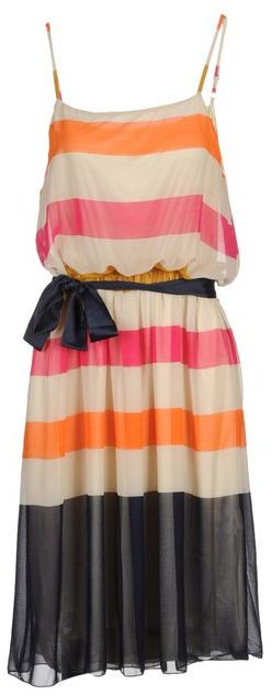 B.young Short dress