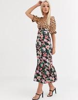 Asos Design DESIGN plunge tea maxi dress with pep hem in mixed print