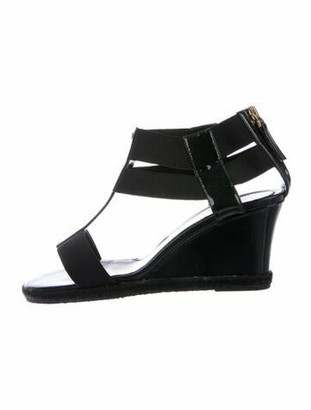 Fendi Patent Leather Grosgrain Trim T-Strap Sandals Black