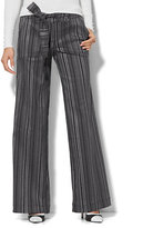 New York & Co. 7th Avenue Design Studio - Wide-Leg Pant - Modern - Leaner Fit - Stripe
