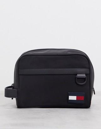 Tommy Hilfiger washbag with flag logo in black