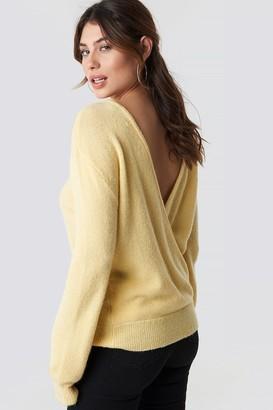 NA-KD V-Neck Back Overlap Knitted Sweater