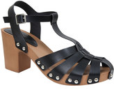 Yours Clothing Black Strap Block Heel Sandal With Wooden Effect Sole In E Fit