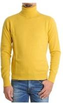 H953 Men's Yellow Wool Sweater.