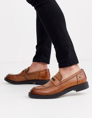 Base London Neruda loafer in tan