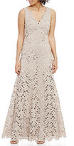 Vera Wang V-Neck Sleeveless Lace Gown