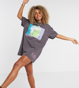 Collusion globe print short sleeve t-shirt dress in grey