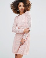 Glamorous Lace Body-Conscious Dress