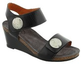 Taos Women's 'Carousel 2' Wedge Sandal