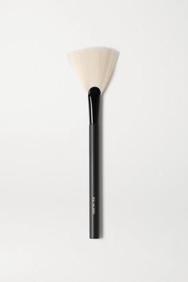 RAE MORRIS Jishaku 25 Fan Highlighter Brush