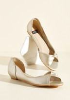 ModCloth That's More Like It Peep Toe Flat in Gold in 6