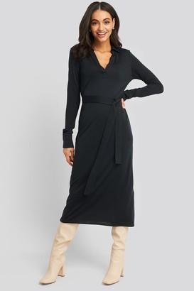 NA-KD Belted Collar Long Sleeve Midi Dress