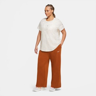Nike Women's Sportswear Flared Fleece Pants (Plus Size)