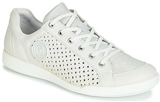 Pataugas PACHA women's Shoes (Trainers) in White