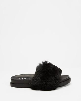 Dazie - Women's Black Flat Sandals - Jada Fluffy Slides - Size 5 at The Iconic