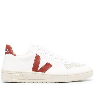 Veja V-12 logo patch low-top sneakers