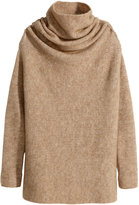 kendall jenner  Who made  Kendall Jenners black handbag, brown turtleneck sweater, and black leather leggings?