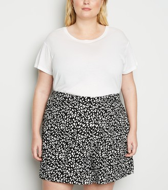 New Look Curves Spot Shorts