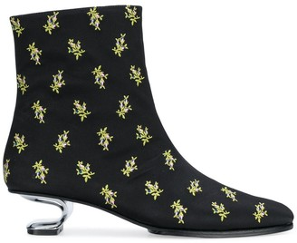 Nicole Saldaña Yenna boots