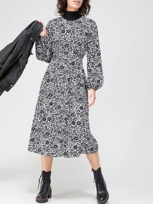 Very Round Neck Curved Seam Midi Dress - Mono