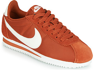 Nike CLASSIC CORTEZ NYLON W women's Shoes (Trainers) in Orange