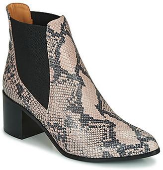Emma.Go Emma Go GUNNAR women's Low Ankle Boots in Beige