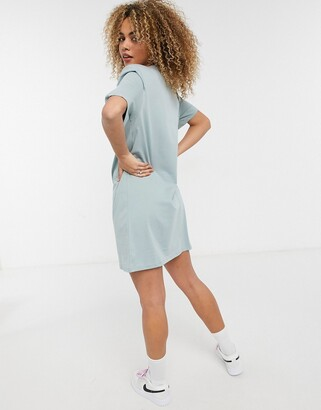 Weekday Kahlo organic cotton midi t-shirt dress with shoulder pads in green